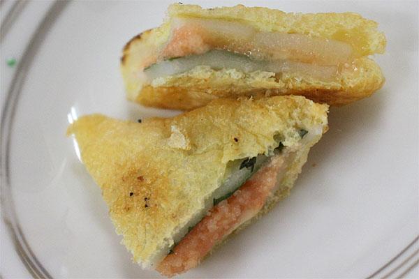 糸島育ちのやますえ明太子レシピ集③ , チーズと餅と大葉と明太子のすしあげ挟み焼き